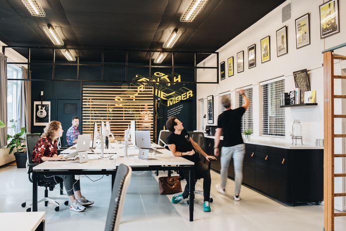 Het strategisch ontwerpbureau JA! is nu nog gevestigd in het gebouw De Kastanjehof in het centrum van Hardenberg, maar verhuist op korte termijn naar Zwolle.