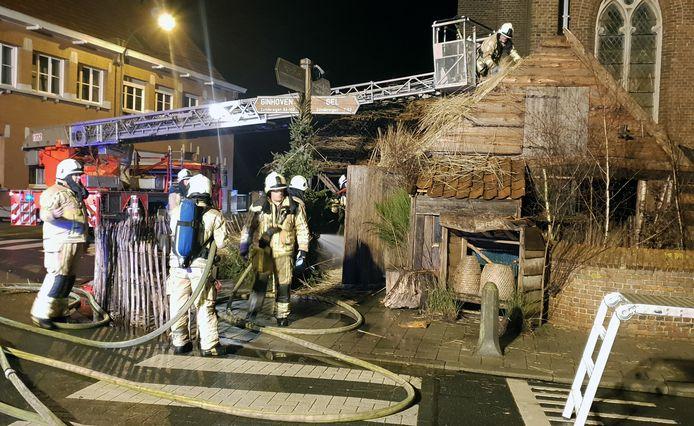 De stal van Zondereigen geraakte vorig jaar zwaar beschadigd door een brand.