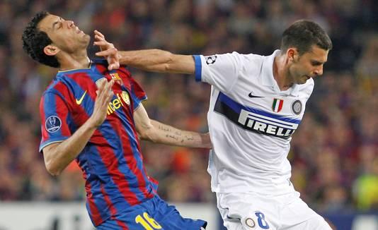 Thiago Motta krijgt rood in de halve finale tegen Barcelona.