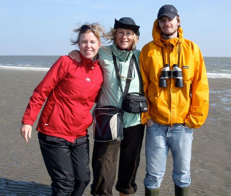 Met zus Krista en moeder Joeke op Terschelling Beeld