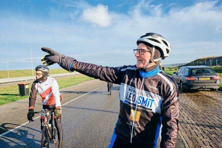 Dirk de Vries reed duizend keer het rondje IJsselmeer, de laatste negentien keer met de bus. Beeld Sjaak Verboom