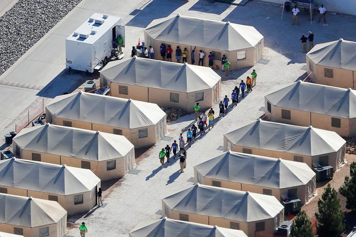 Immigrantrenkinderen in een tentenkamp in Tornillo, Texas.