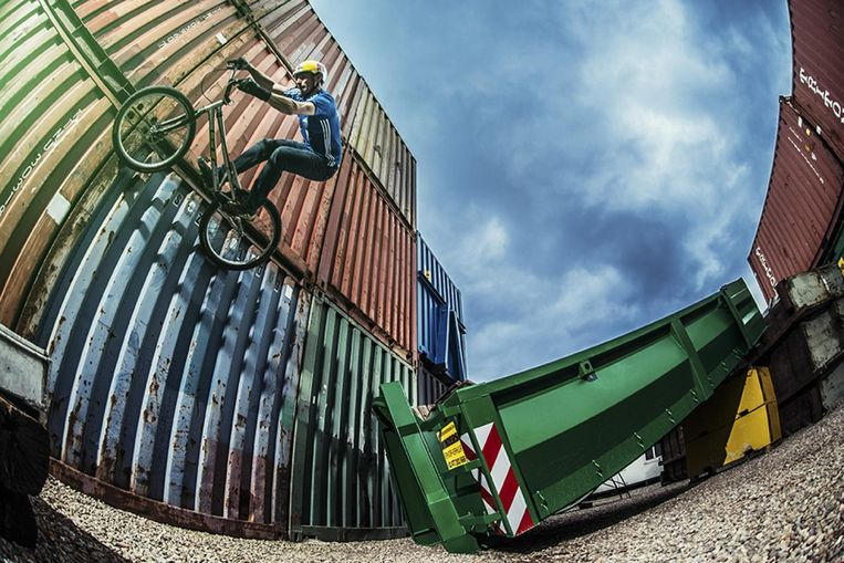 Kunstjes uithalen op City Drops in Antwerpen. Beeld City Drops