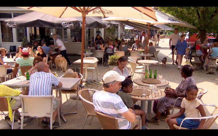 Veel terrassen in Durbuy zijn inmiddels terug open. Een cameraploeg van VTM NIEUWS trok vandaag 22 juli naar het stadje in de provincie Luxemburg.
