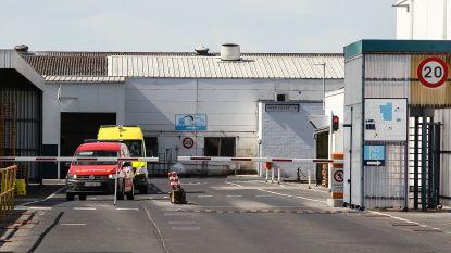 Arbeider (31) ernstig gewond nadat hij verstrikt in transportband textielbedrijf