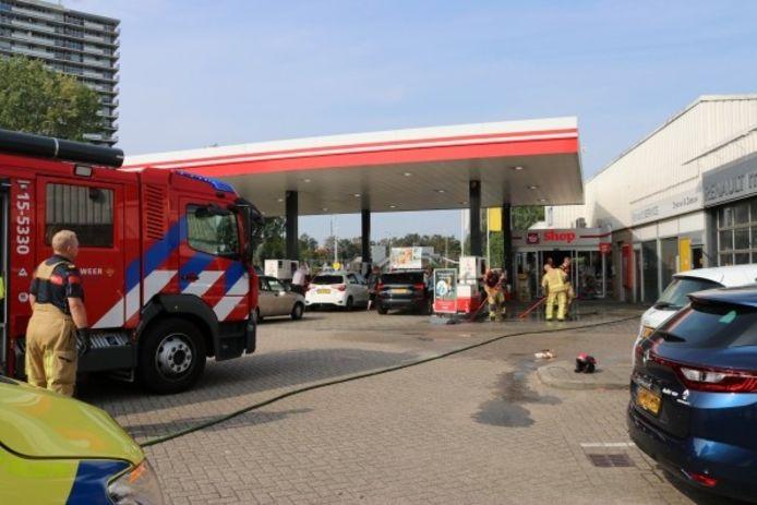 Zondagmiddag is er een voertuigbrand gemeld bij tankstation Avia aan de Van Aalstlaan in Zoetermeer.