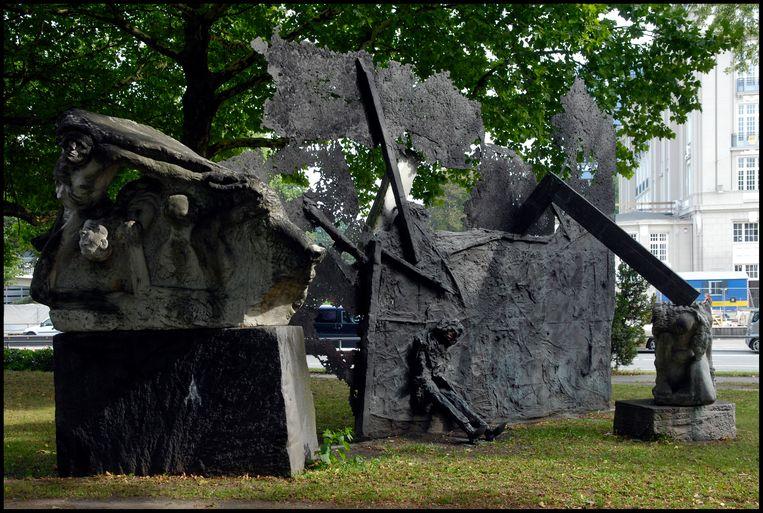 Tegenmonument voor nazistisch oorlogsmonument in Hamburg. Beeld Hollandse Hoogte / Erik-Jan Ouwerkerk