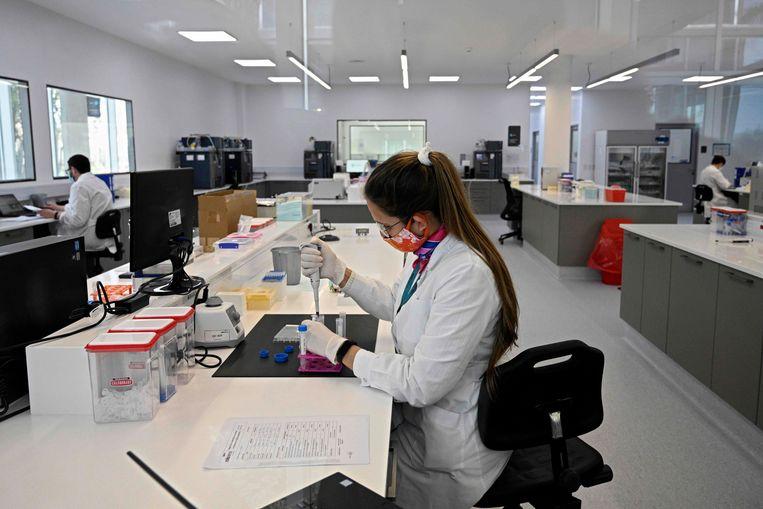Onderzoekers in in Garin, Argentinië.  Beeld AFP