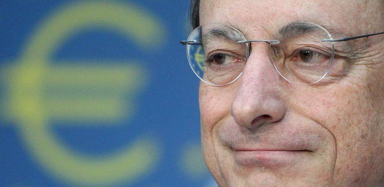 Mario Draghi, voormalig president van de ECB, vlak nadat hij in 2012 had gezegd dat de bank 'alles zou doen' om de euro overeind te houden. Beeld AFP