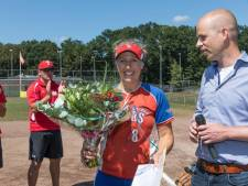 Softbalster Nadine Marinus uit Enschede bereikt bijzondere mijlpaal