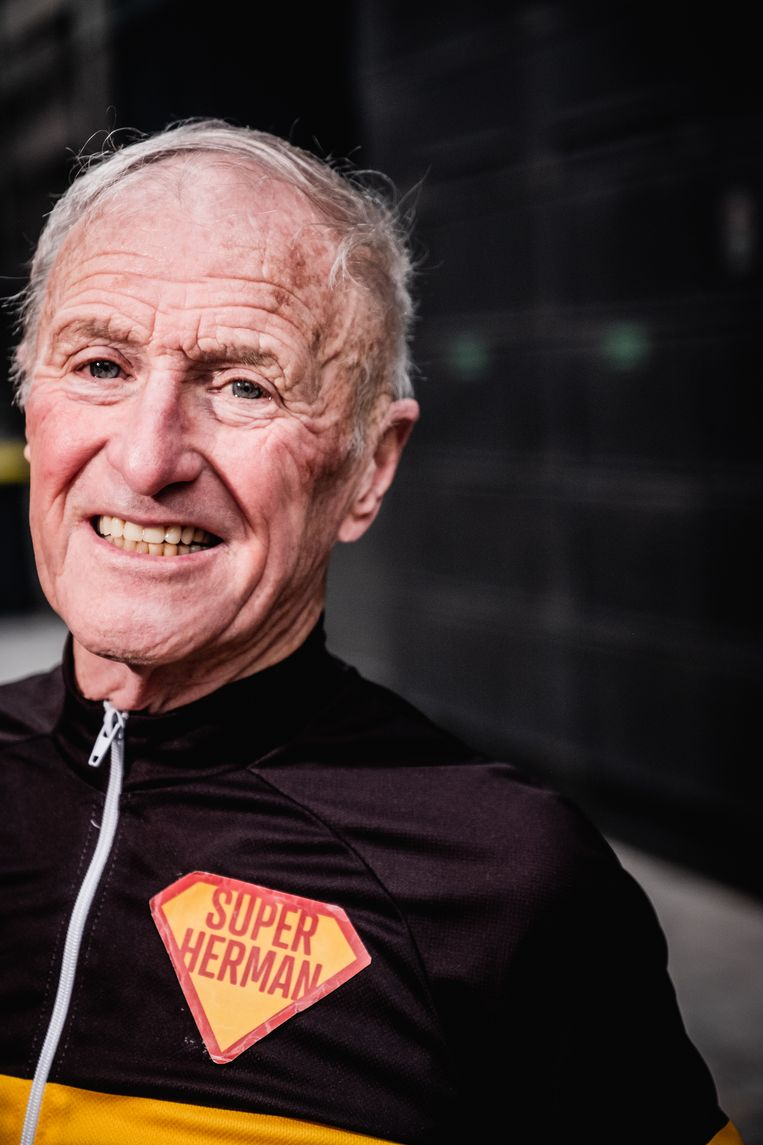 Herman De Ridder: 'Ik vond die bijnaam 'Superherman' onnozel: wat zouden de mensen van Kalmthout wel denken? Maar de T-shirts waren al gedrukt voor ik het goed en wel besefte.' Beeld Wouter Van Vaerenbergh Humo 2020