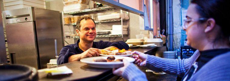 Gerechten worden geserveerd in pizzeria Comet Ping Pong.  Beeld Hollandse Hoogte