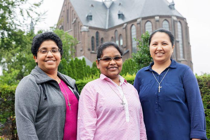 Missiezusters Céline (51), Suchita (40) en Medylyn (44) (vlnr) zetten in Tilburg het werk van Gerrit Poels voort, samen met hun momenteel in India verblijvende medezuster Shyny.