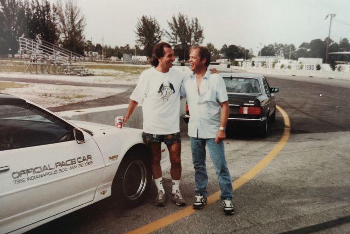 Piet Kreeft en de Braziliaanse autocoureur Emerson Fittipaldi (links).