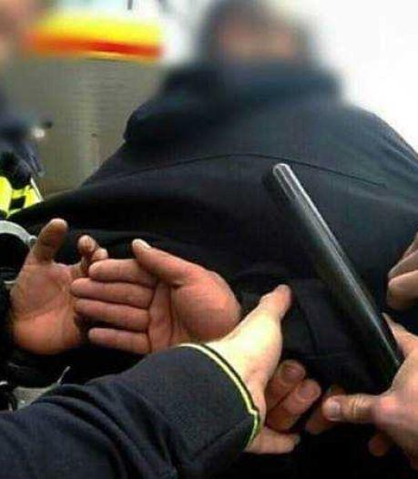 Man loopt met gestolen laptop uit Aldi in Bakel, maar heeft niet door dat klant naast hem ook agent is