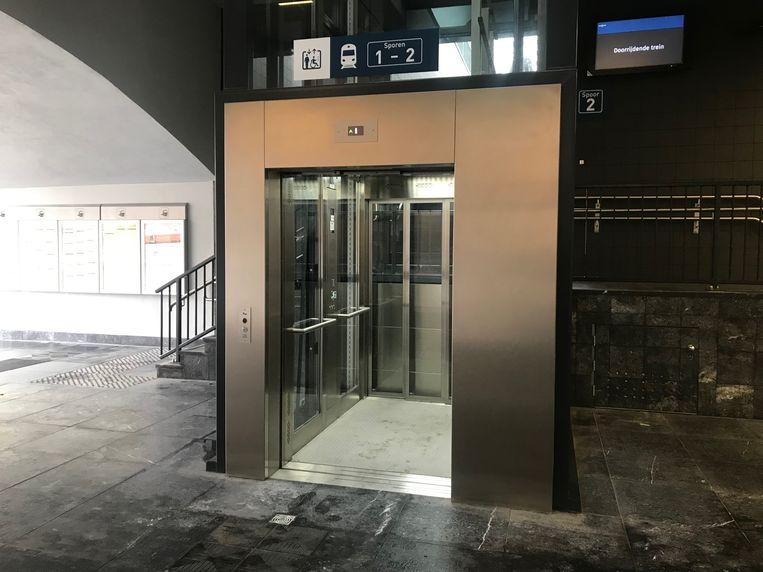 Een van de liften aan het station is defect.