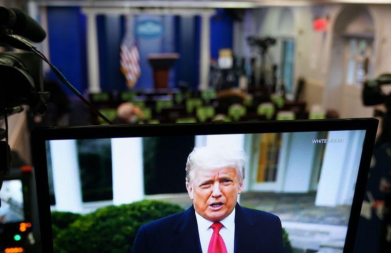 De Amerikaanse president Donald Trump in een videoboodschap, waarin hij Trump-aanhangers die het Capitool bestormden oproept naar huis te gaan.  Beeld AFP