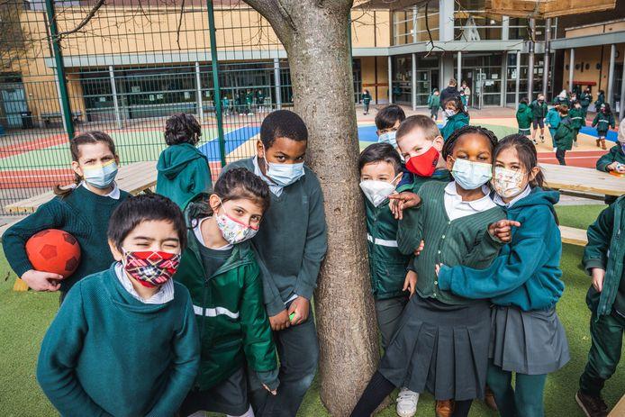 Strenge maatregelen zoals het dragen van mondmaskers? De meeste Vlamingen hebben er geen enkele moeite mee.