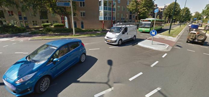 Bij dit kruispunt werd de gewonde man gevonden.