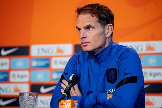 Frank de Boer tijdens zijn persconferentie voor het duel met Spanje.