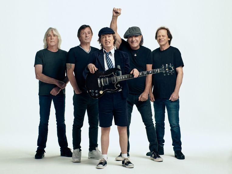 AC/DC in 2020, in een vertrouwde samenstelling, met van links naar rechts: Cliff Williams, Phil Rudd, Angus Young, Brian Johnson, Stevie Young. Beeld Josh Cheuse