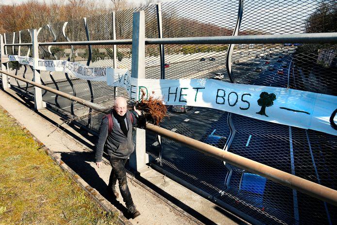 Een protest eerder dit jaar boven de A27 bij natuurgebied Amelisweerd.