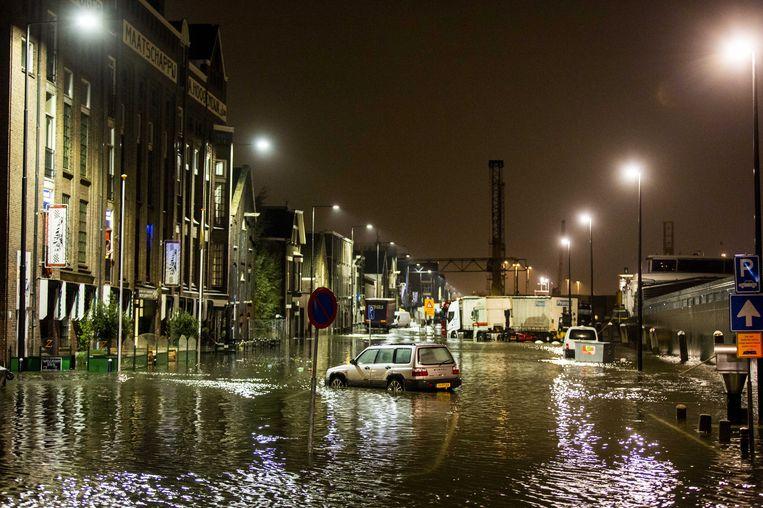 Hoog water in de Koningin Wilhelminahaven. Beeld ANP
