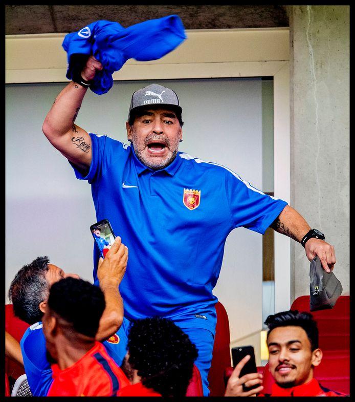 Augustus 2017: Diego Maradona in het stadion van PSV.