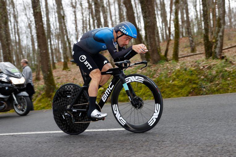 Victor Campenaerts, hier tijdens Parijs-Nice, zal vrijdag zeventien kilometer tijdrijden tussen Deinze en Gent. Beeld BELGA