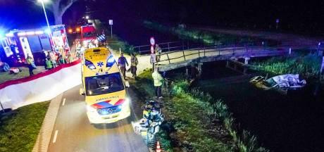 Auto raakt te water in Helenaveen, bestuurder zwaargewond
