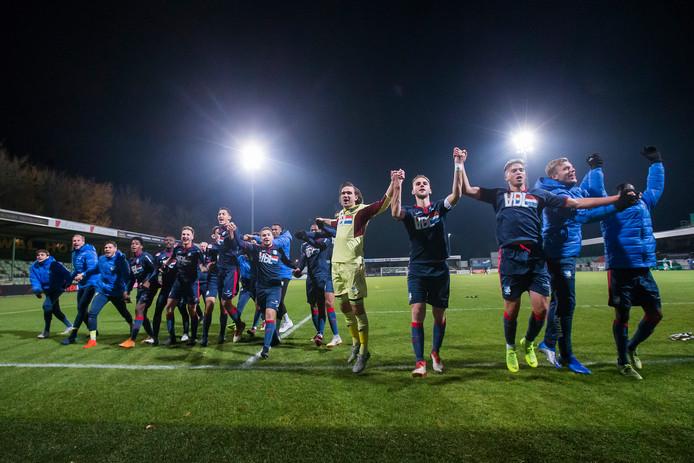 Spelers FC Eindhoven vieren de overwinning op FC Dordrecht.