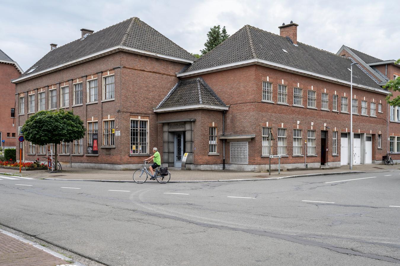 Het oude postgebouw zal onder de sloophamer verdwijnen om plaats te maken voor een nieuwbouw.