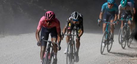 Indrukwekkende Bernal rijdt Evenepoel op minuten achterstand in onverharde Giro-etappe
