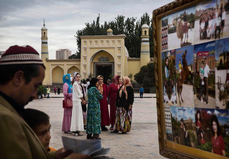 De IdKah-moskee in Kashgar is nog intact, maar doet vooral dienst als toeristische trekpleister. De moskee heft een entreeprijs van 6euro. Beeld Getty