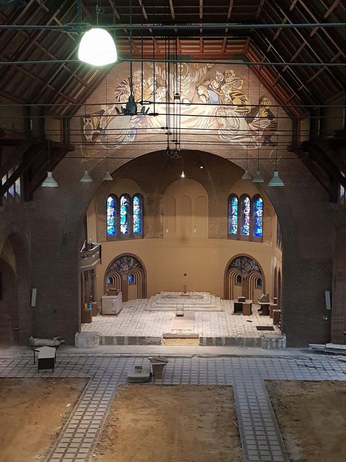Een foto van het interieur van de Gerarduskerk, die SportCity eerder op zijn facebookpagina  https://www.facebook.com/SportCityEHV zette. De binnenkant van de kerk wordt getransformeerd tot fitnesscentrum.