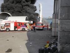 Grote brand bij recyclingbedrijf in Dordrecht