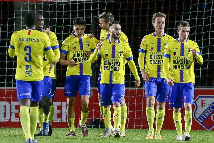 Cambuur verstevigde de koppositie in de Keuken Kampioen Divisie.   Cambuur player Robert Muhren celebrate his goal 0-1     during the match  Jong Utrecht - Cambuur