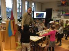 Lezen, dansen en zingen met Mark van de Veerdonk in Heeswijk: 'Kennen jullie moppereend?'