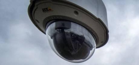 Camera en stopverbod op Bachplein, in strijd tegen 'hangauto's'