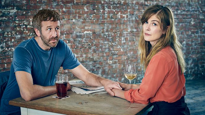 Chris O'Dowd als Tom, Rosamund Pike als Louisein 'State of the Union'.