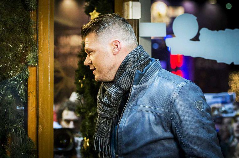 Coen Swijnenberg gaat het Glazen Huis binnen Beeld anp