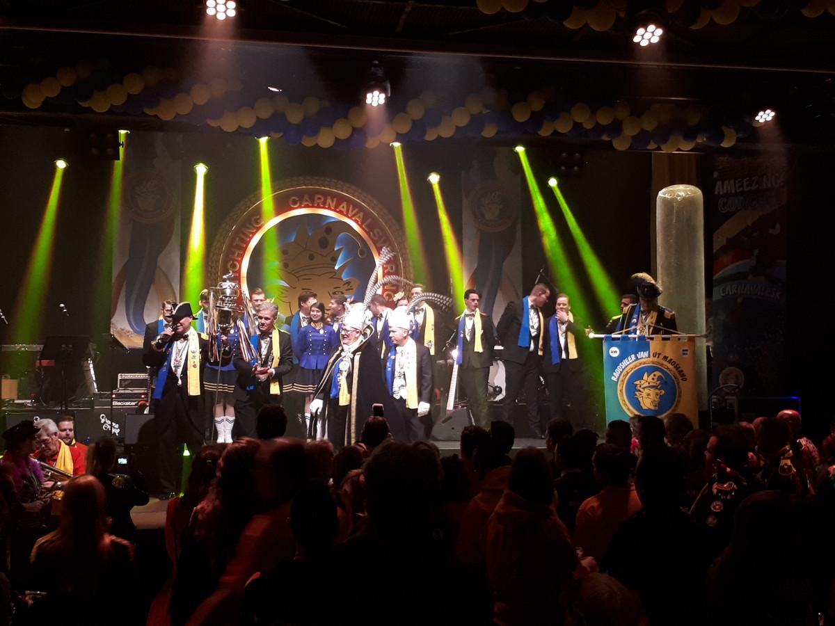 De stadsprins op het podium tijdens de opening van Ameezing.