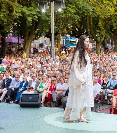 Opera op de Parade met twee voorstellingen. Zonder klapstoeltjes maar wel met 1100 vaste zitplaatsen