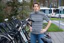 Neuroloog Myrthe Boss start een campagne om helmgebruik op fiets te stimuleren, haar moeder verongelukte vorig jaar bij een ongeval met haar e-bike.