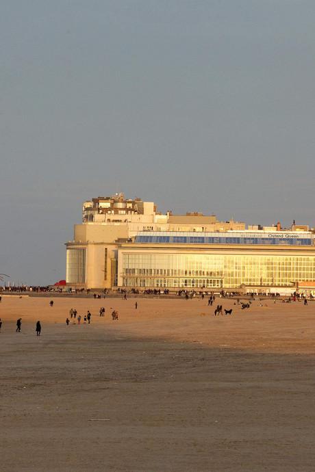 Meisje (18) verkracht op strand België terwijl vriend moest toekijken