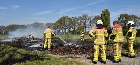 Aangestoken snoeiafval veroorzaakt brand in buitengebied Voorst