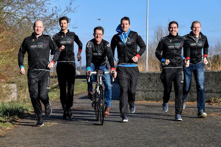 Leden van Triatlonclub 3MD op de dijk in Dendermonde.