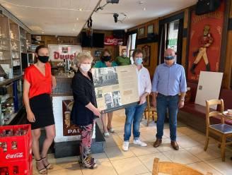 """Stadsarchief schenkt panelen Café-expo aan uitbaters: """"Mooi cadeau op een bijzondere dag"""""""