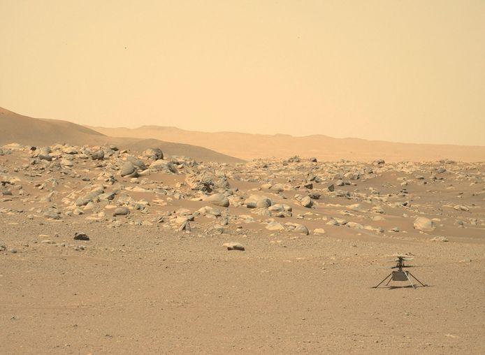 Foto die de Mars Perseverance Rover maakte op de rode planeet.