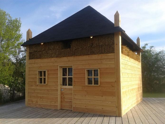 Een van de vier 'hooihuisjes' die als escaperoom worden gebruikt.